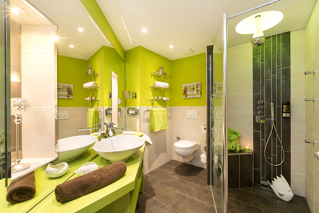 Ital. Baddesign mit Walk-In Dusche